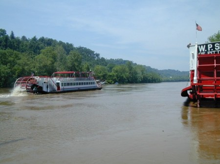 Marietta's Valley Gem Sternwheeler Heads Downriver To A New Dock