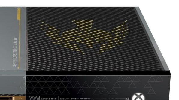 Detalles parte de arriba de la Xbox One personalizada con la iconografía de Sentinel Task Force