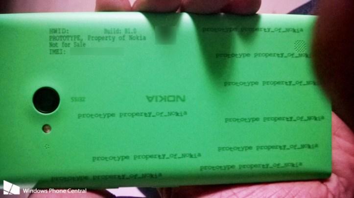 Parte trasera del Nokia Lumia 730 verde