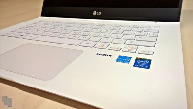 lg-14z950-14z960-teclado-touchpad-angulo-derecho