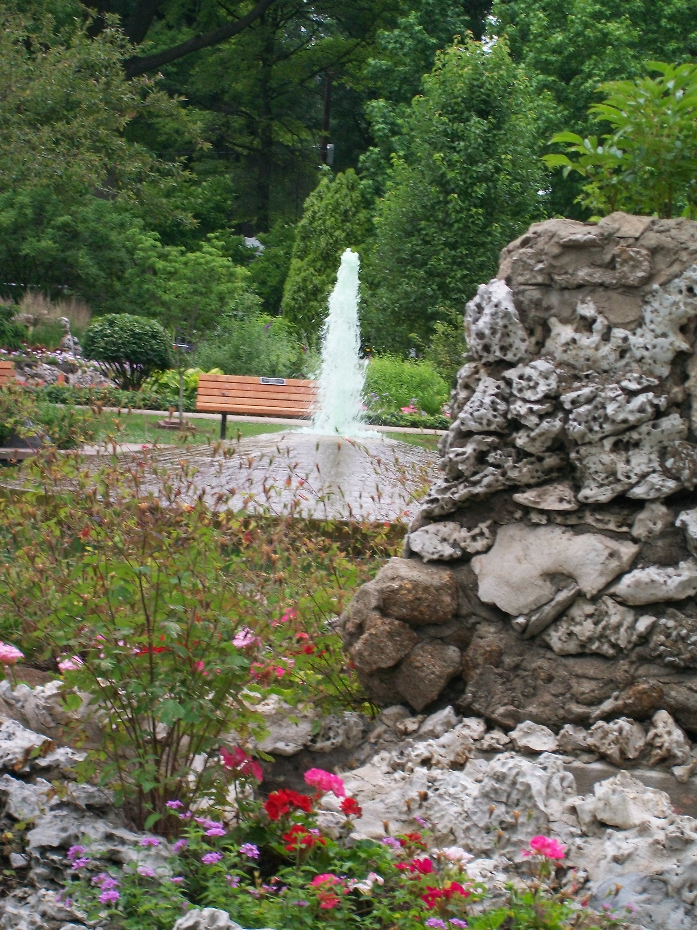 The fountain and rock formations