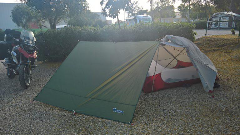 Andalusien Motorrad Tour - Zelt mit Tarp als Windschutz