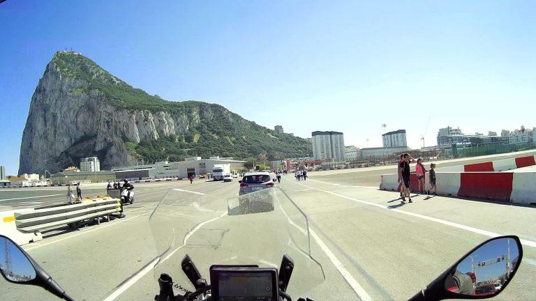 Hier fängt die Start- und Landebahn von Gibraltar an
