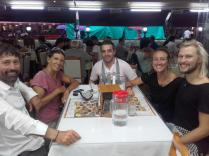 Regenstopp in Rize mit Claudia und Kellner