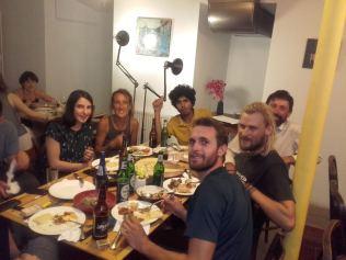 Erster Abend in Tiflis mit Freunden vom Rainbow und Georgiern, die Saeid (Mitte) beim Trampen kennen gelernt hatte.