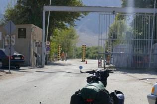 Unscheinbarer Grenzübergang links von der Hauptstrasse: Da Rausche ich erstmal vorbei. Thank you Armenia, I had a good time :-)