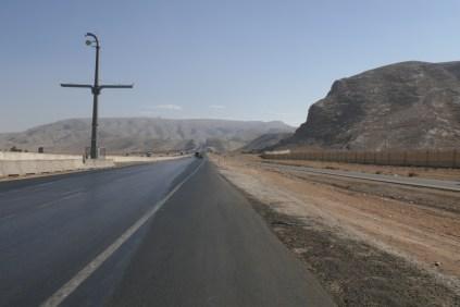 Autobahn kurzerhand durch den Berg geflext