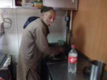 Dieser freundliche Pakistani hat es sich nicht nehmen lassen, mein Kochgeschirr zu waschen :-)