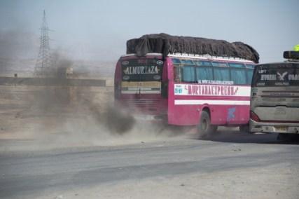 Die Busfahrer mit den in die Jahre gekommenen Bussen geben alles. Trotzdem kommen wir nur sehr sehr langsam voran.