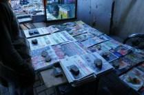Es gibt tatsächlich Zeitungen im Iran, habe jedoch in der gesamten Zeit niemanden gesehen, der Zeitung gelesen hat.