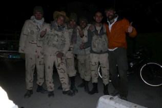 Meine Freude von der lokalen Grenzpolizei bringen mich nach Pakistan. Bye Bye Iran.
