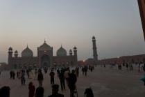 Die Badshahi-Moschee hat von 1673 bis 1986 den gößten Innenhof der Welt und bietet Platz für 60.000 Leute.