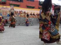 Mani Rimdu, Jahres-Highlight der Buddhisten der Everest-Region: 3 Tage-Festival auf Kloster Thame mit rituellen Segnungen und Maskentanz sowie witzigen Theaterdarbietungen der Mönche.