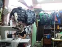 Herstellung der günstigen Trekkingbekleidung mit Original-Emblemen.