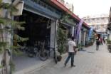 Radwartung bei Giant Nepal. Großes Dankeschön für Werkzeug und Montageständer.