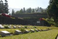 Sightseeing in Kohima: Gedenkfriedhof von 1944. Japanische Truppen dringen über Südostasien bis nach Indien vor.