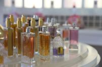 Présentoir central de parfums