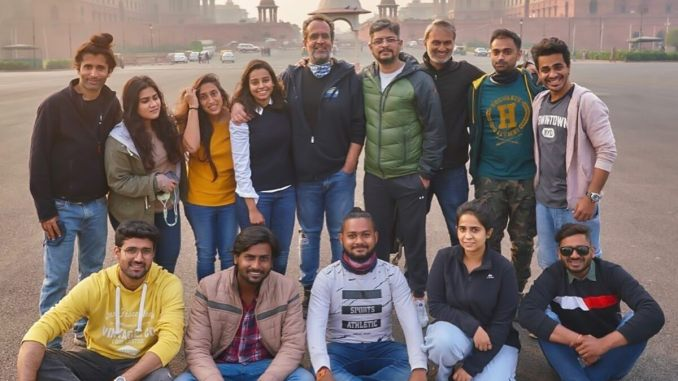 Aanand L Rai Poses with 'Atrangi Re Warriors' After Wrapping Up Delhi Schedule of Akshay Kumar Film