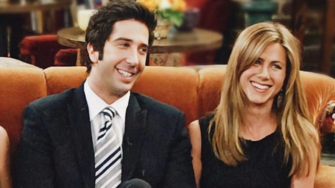 Is Jennifer Aniston Dating 'Friends' Co-Star David Schwimmer? Rumours of Real-Life Ross-Rachel Relationship Excite Fans