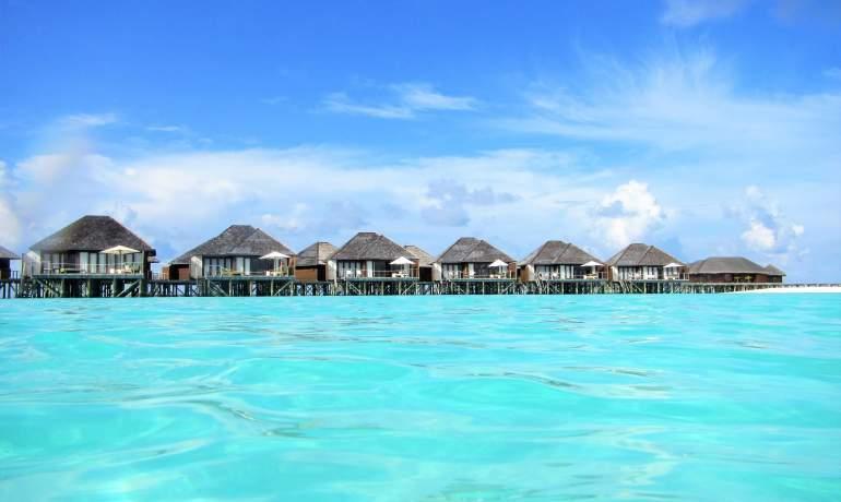 Bungalows sur pilotis à Vakarufalhi Island Resort Maldives