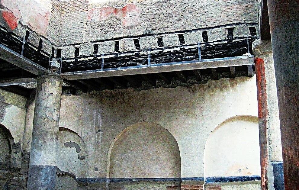 Charpente avec boiserie à Herculanum