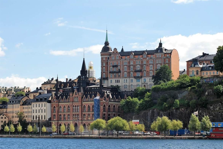 Visiter Stockholm en bateau offre une belle sur les quartiers