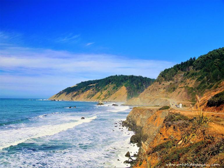 Route longeant la côte de la Californie du Nord