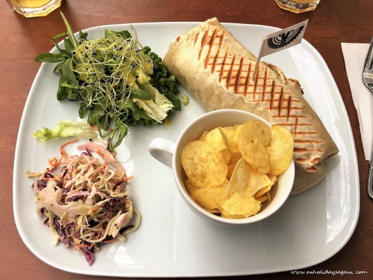 Plusieurs burritos pour un lunch au Blackbird café à Lausanne