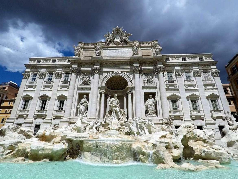Week-end romantique à Rome devant la Fontaine de Trevi