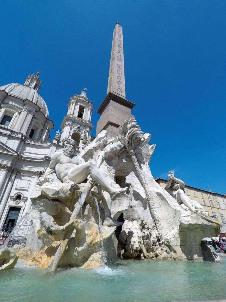 Fontaine à Rome pour un week-end romantique