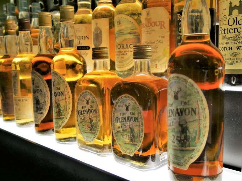 La collection de whisky au The Whisky Experience à Edimbourg Ecosse