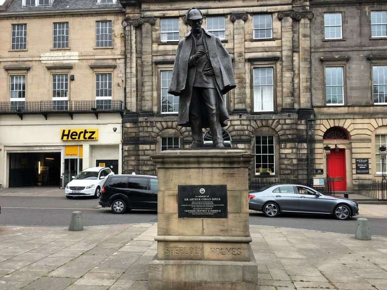Statue de Sherlock Holmes à Edimbourg Ecosse