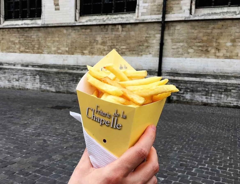 Frites belges artisanales en visitant Bruxelles