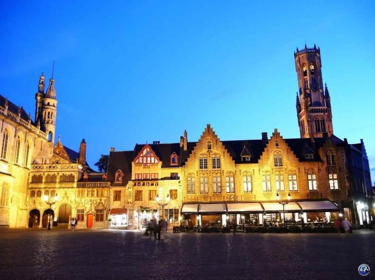 Visiter la Place Burg à Bruges de nuit