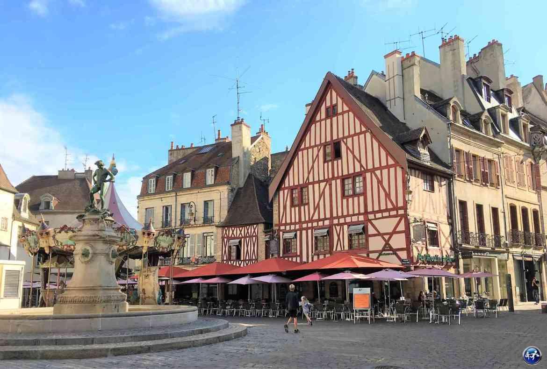 Place Bareuzai à Dijon en Bourgogne en France