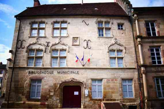 Façade de la Bibliothèque municipale à Luxeuil-les-Bains