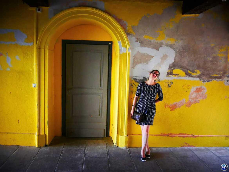 Façade jaune à découvrir pendant un week-end à Luxeuil-les-Bains