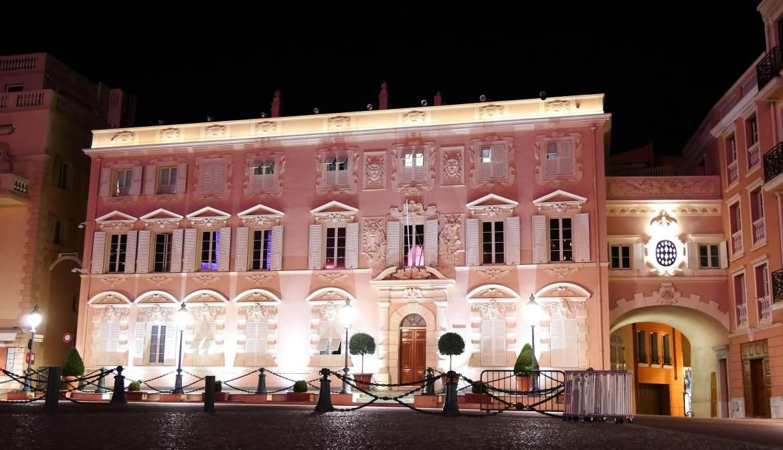 Vue de nuit des batiments du Rocher à Monaco