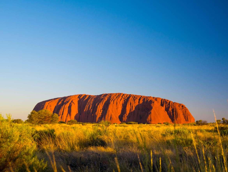 Uluru au coucher du soleil depuis le coach sunset viewing area