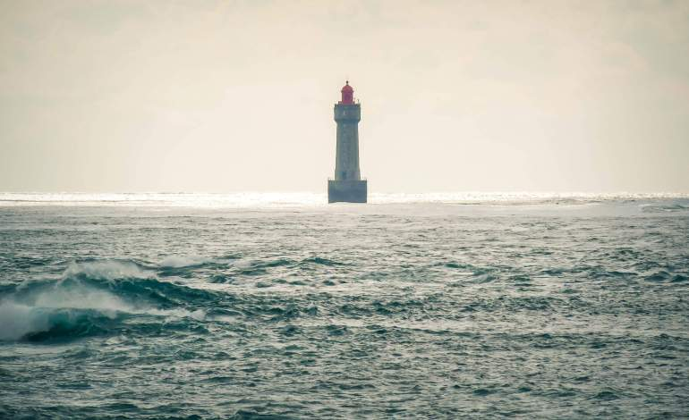 Phare de la Jument au large de l'île d'Ouessant
