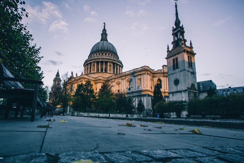 Vue sur la cathédrale Saint-Paul à Londres