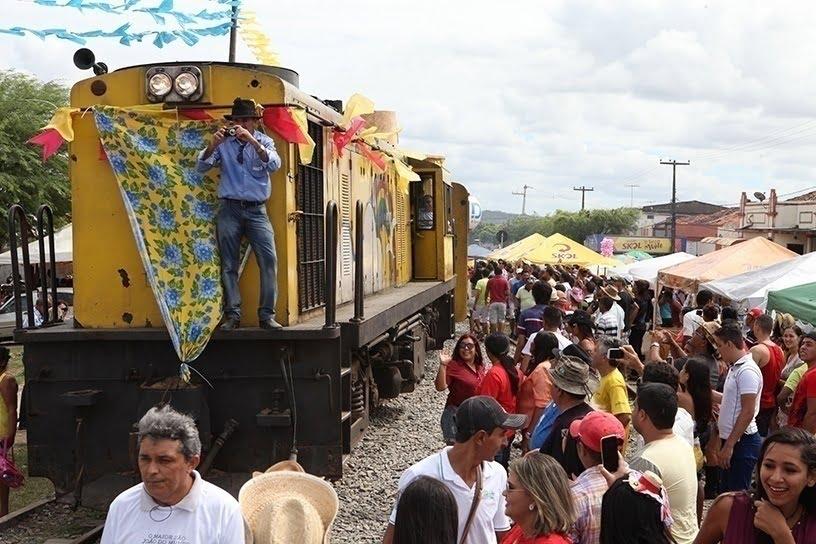 Locomotiva-forrozeira-em-Galante1