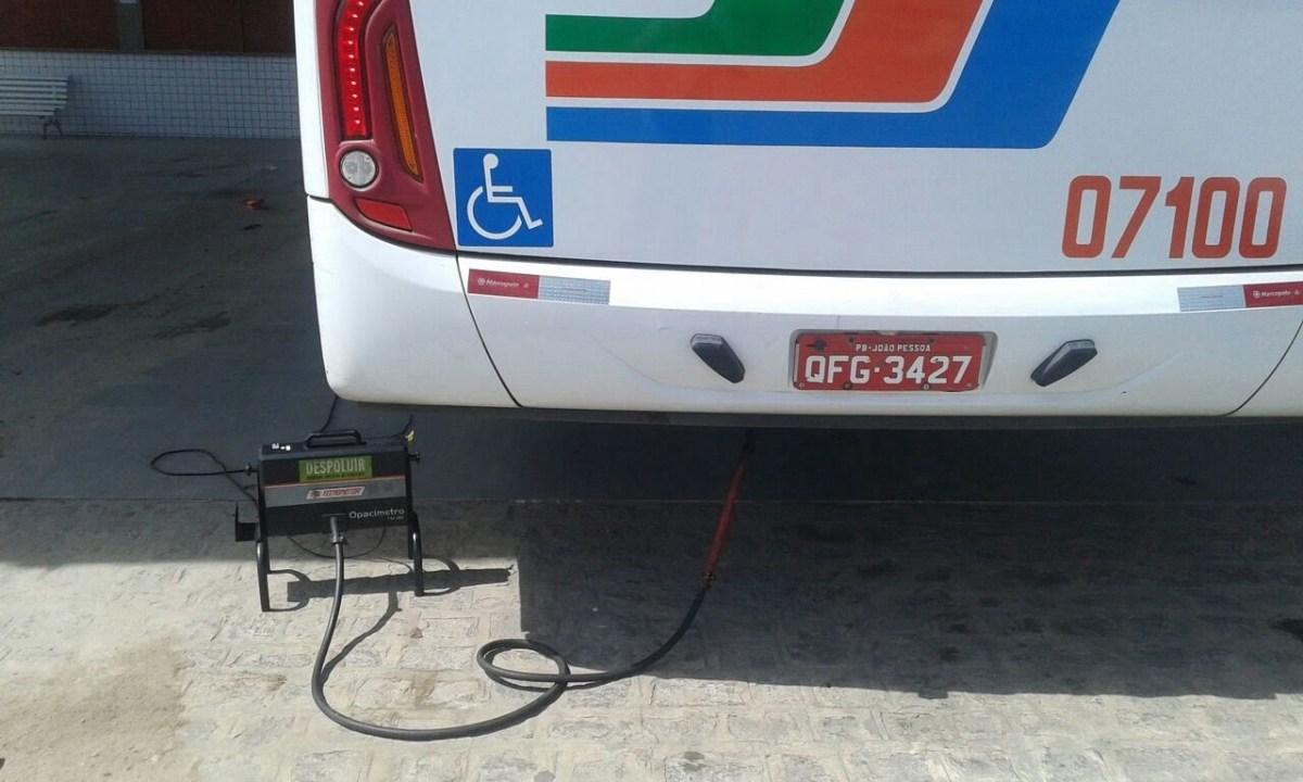 O equipamento mede os níveis de emissão de gases e particulados.