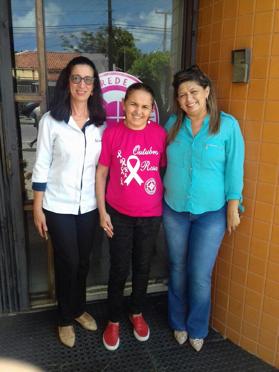 A voluntária Fátima foi quem recebeu a doação