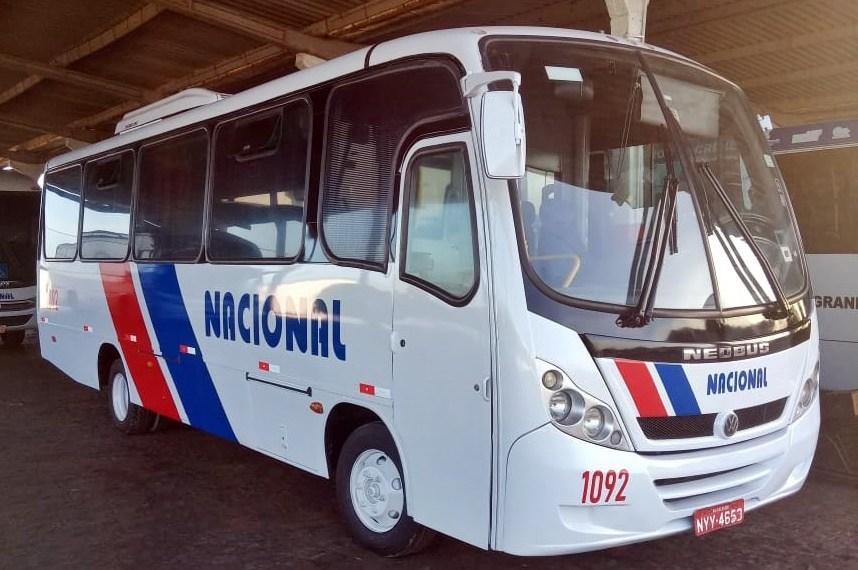 Nacional recebendo microônibus para a sua frota