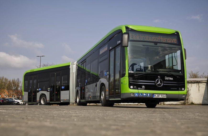 Daimler entrega os primeiros ônibus elétricos eCitaro articulados da Mercedes-Benz