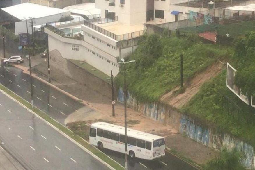 Frota de ônibus é reduzida nas linhas que possuem acessos comprometidos devido a pontos com alagamentos, informa Semob-JP