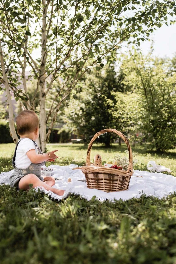 A picnic in the Garden of Eden and the matching sun protection from Weleda #lebenmitkinder #sun protection # sun cream #natural cosmetics #weleda