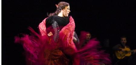 Eva Yerbabuena baila con el mantón