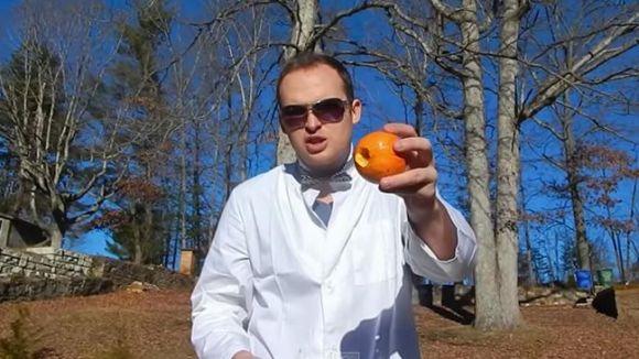 スーパースローで撮ったオレンジが爆発する瞬間の映像が話題に